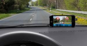 Bezpłatna aplikacja Bosch, którą można pobrać w sklepach App Store oraz Google Play Store wykorzystuje do rozpoznawania znaków kamerę w smartfonie.