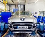 Samochody projektu OpEneR na stanowisku diagnostycznym Przed przystąpieniem do jazd próbnych na torach i drogach, obydwa samochody demonstracyjne, skonstruowane w ramach europejskiego projektu badawczego, przeszły intensywne testy wirtualne w sprzętowych symulatorach HIL (Hardware-in-the-loop) oraz na stanowisku diagnostycznym do badania układów napędowych AVL InMotion™