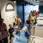 1.Wnętrze mobilnego muzeum MAN – historia przedstawiona za pomocą najnowszych technologii