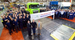 400000-th-Leyland-truck-produced-940