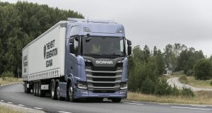 Press test and drive, Next Generation Scania Scania S 500 6x2 twin-steer, Highline with curtainside semitrailer and centre axle trailer Södertälje, Sweden Photo: Kjell Olausson 2016