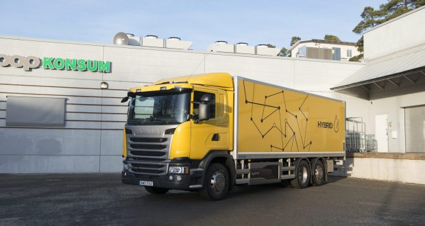 Scania G 320 6x2 rear-steer box body, Hybrid truck.  Södertälje, Sweden Photo: Peggy Bergman 2017