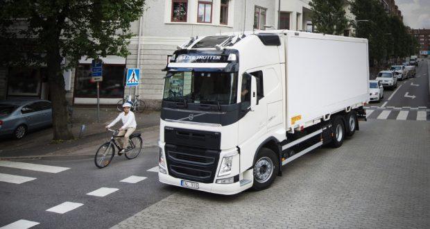 """""""2017 Volvo Trucks Safety Report"""" koncentruje się na niechronionych użytkownikach dróg."""