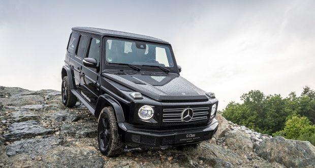 Mercedes-Benz G 500; obsidianschwarz metallic;Kraftstoffverbrauch kombiniert: 12,1-11,5 l/100 km; CO2-Emissionen kombiniert: 276–263 g/km*  Mercedes-Benz G 500; obsidian black metallic;Fuel consumption combined: 12.1-11.5 l/100 km; combined CO2 emissions: 276–263 g/km*