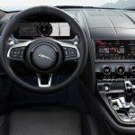 Luksusowe wnętrze zdopracowanymi do perfekcji detalami definiuje wnętrze w całości skupione na kierowcy